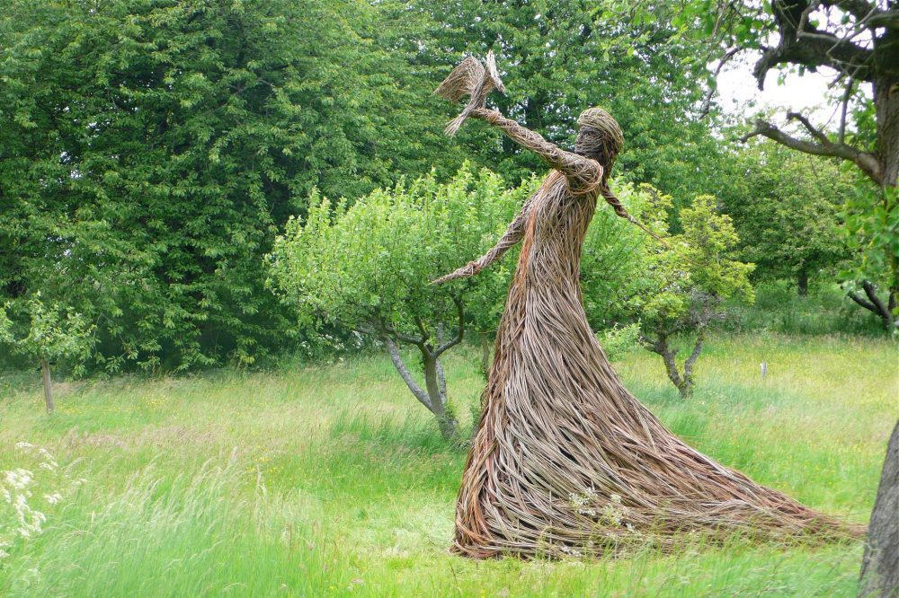 Willow sculptures by Trevor Leat