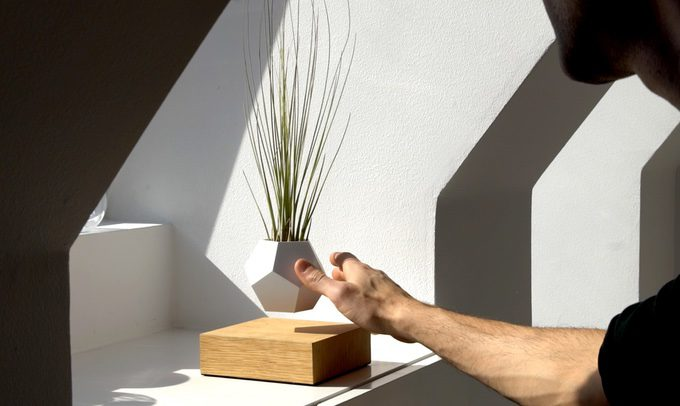 Amazing Levitating Geometrical Planters (by Simon Morris)